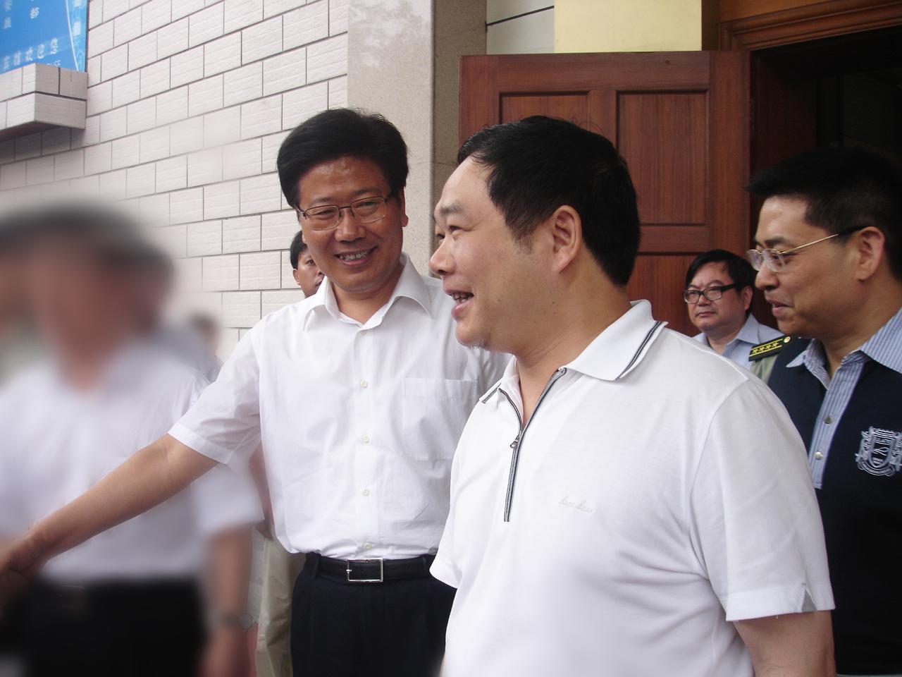 2009年6月,中央政治局委員,時任湖南省書記張春賢接見董事長李建煒.jpg