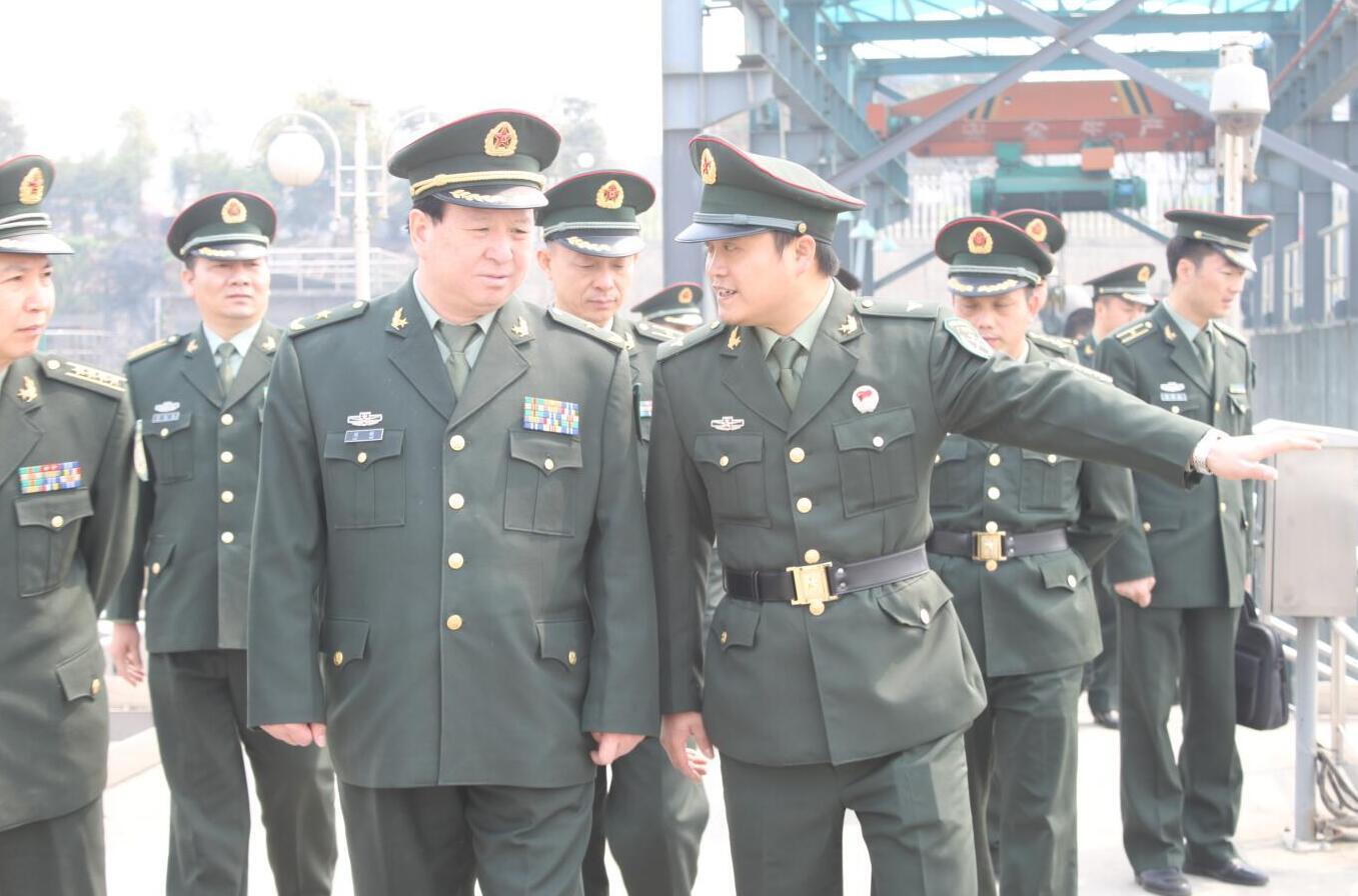 2011年3月,時任省軍區政治部原主任劉新將軍蒞臨公司視察.jpg