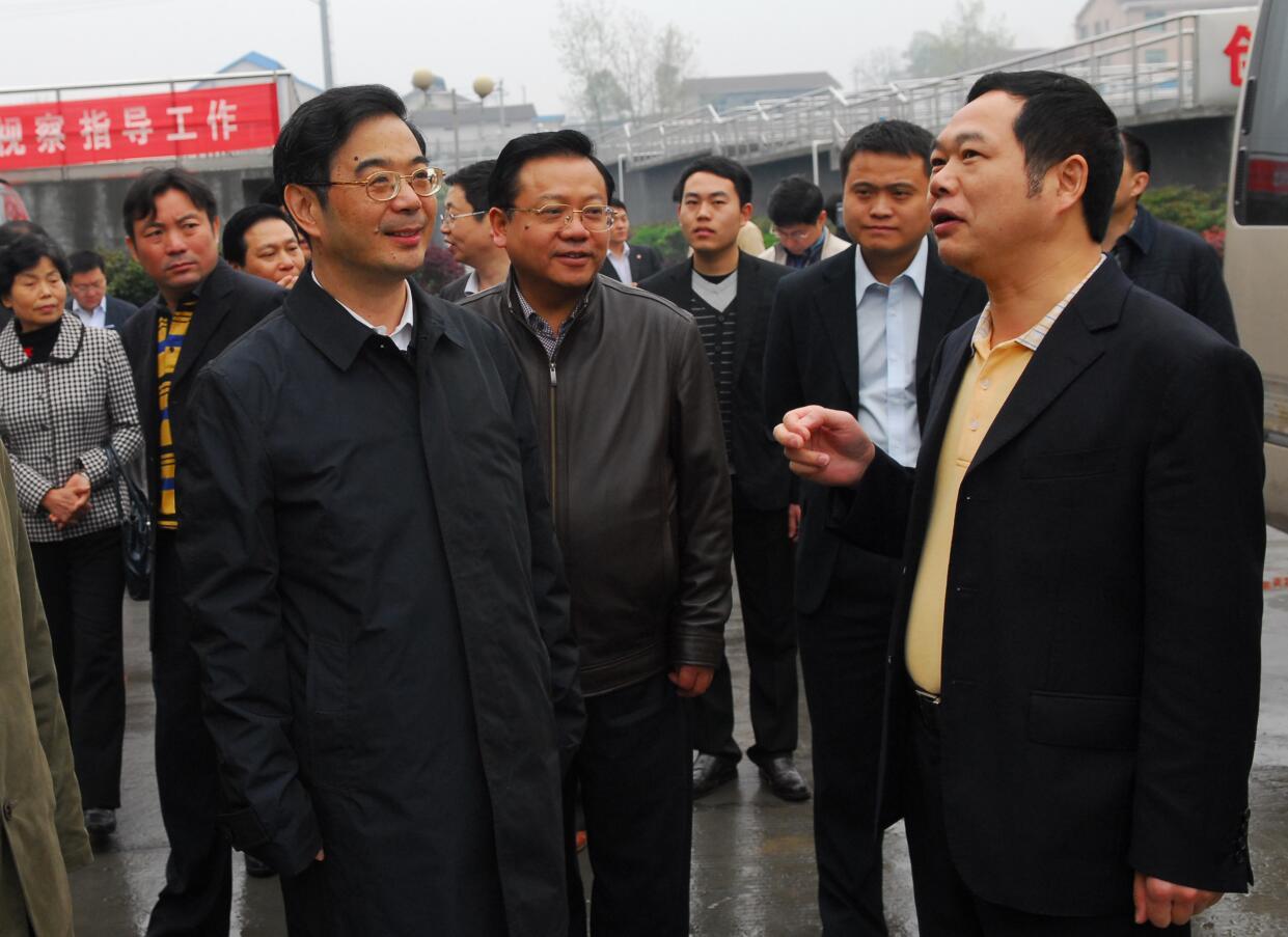 2011年4月,最高人民法院院長,時任湖南省委書記周強蒞臨公司視察.jpg