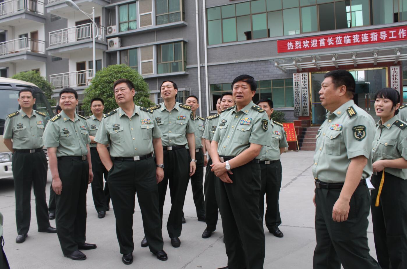 2011年5月,廣州軍區副司令員王治民將軍視察預備役建設.JPG