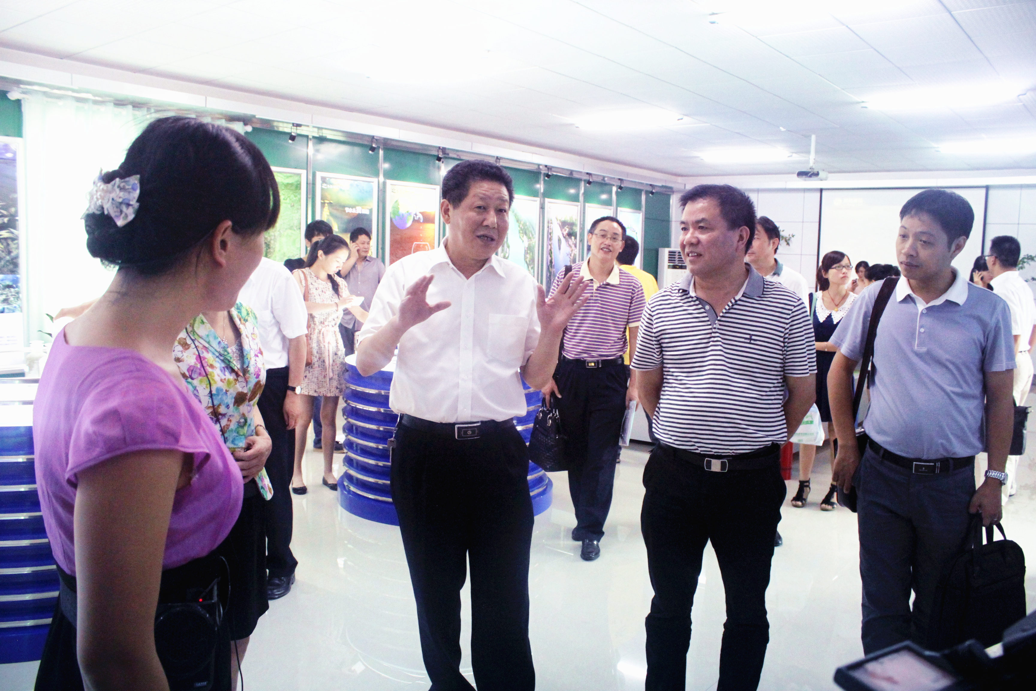 2012年8月,省委宣傳部紀檢組長肖君華在時任市委常委,宣傳部部長錢德喜的帶領下蒞臨公司視察.JPG