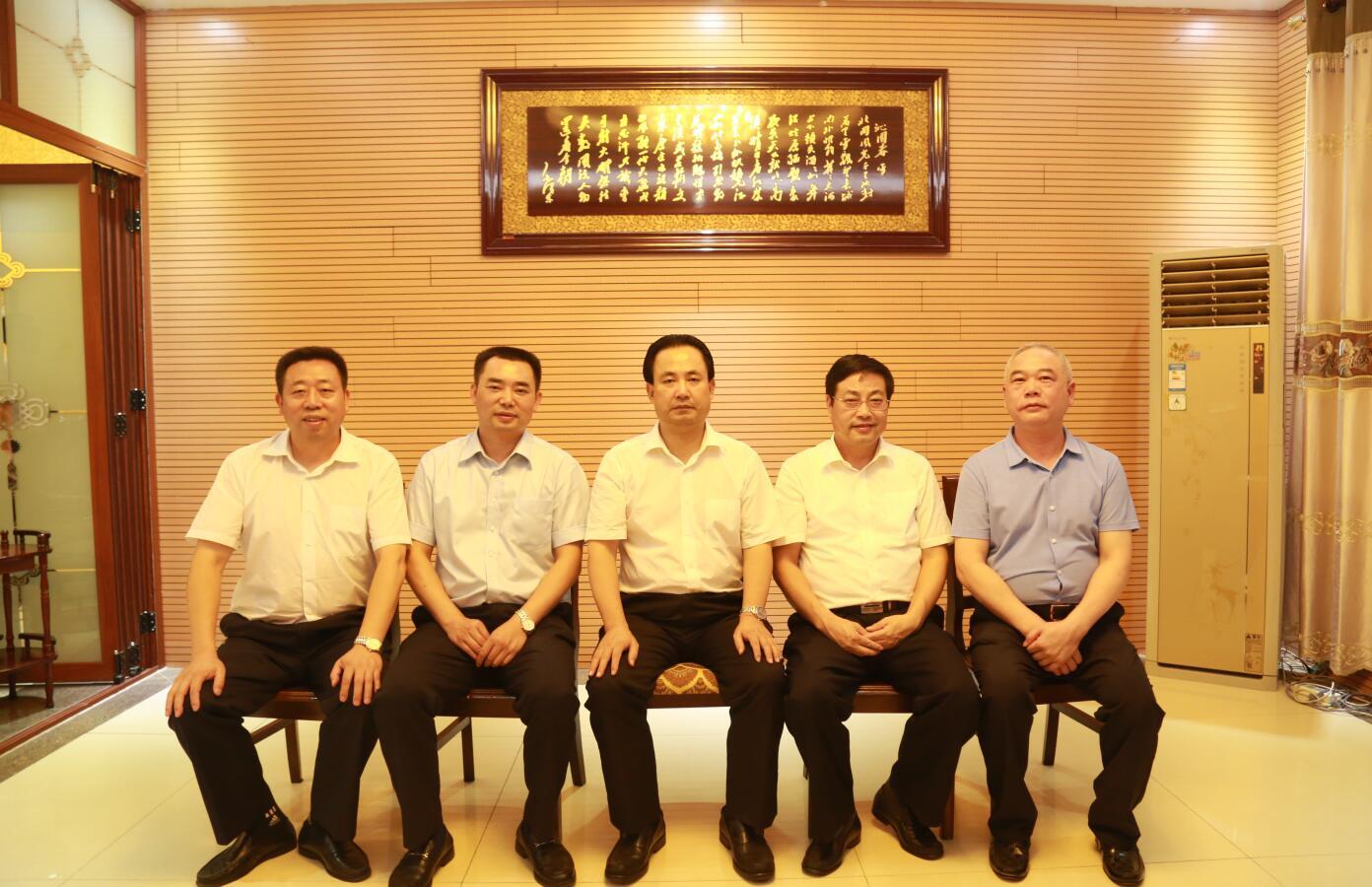 2016年9月,時任市委常務副市長楊親鵬等領導蒞臨公司指導.JPG